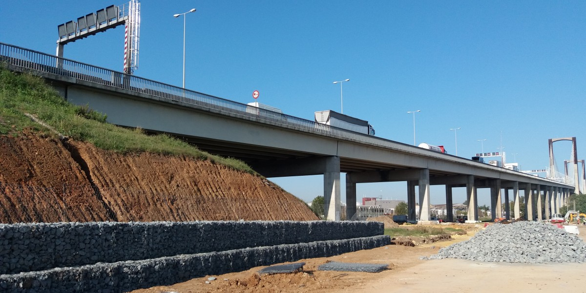 Muro de gaviones talud autovía SE-30